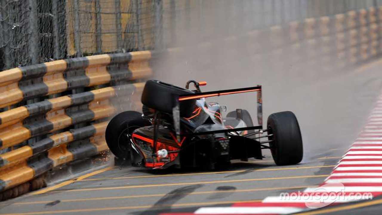 Crash of Sophia Flörsch F3 Macau GP 2018