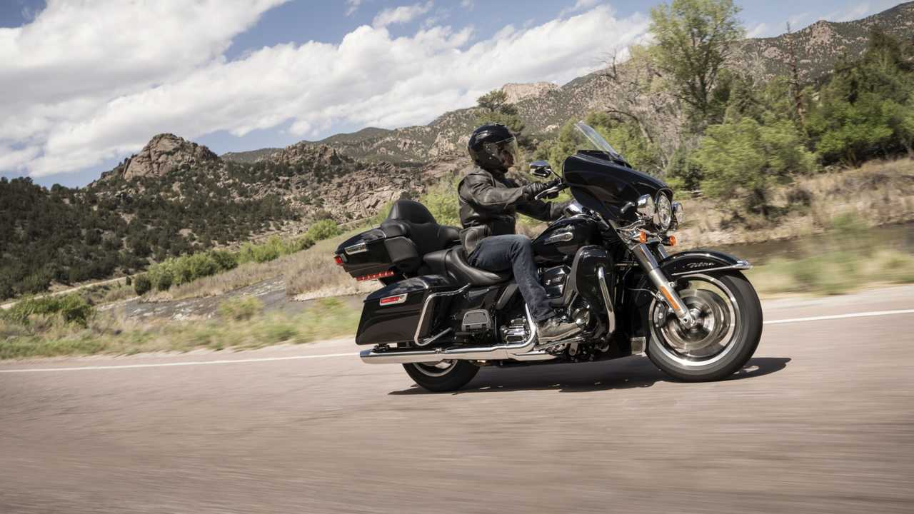 2017-2018 Harley-Davidson Touring, Trike, and CVO Touring
