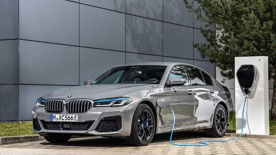 BMW Serie 5, l'ibrida plug-in non rinuncia al sei cilindri in linea