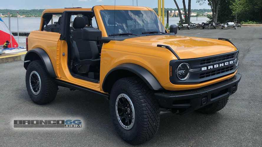 2021 Ford Bronco 2-Door Base with the Sasquatch Package and Cyber Orange paint