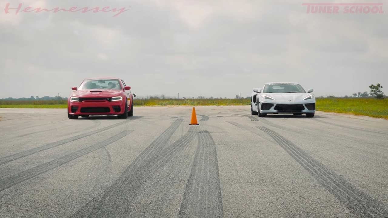 Hennessey Chevrolet Corvette C8 Versus Dodge töltő Hellcat