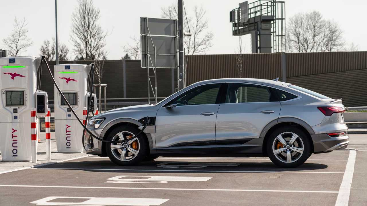 Audi e-tron Sportback 55 quattro - fast charging