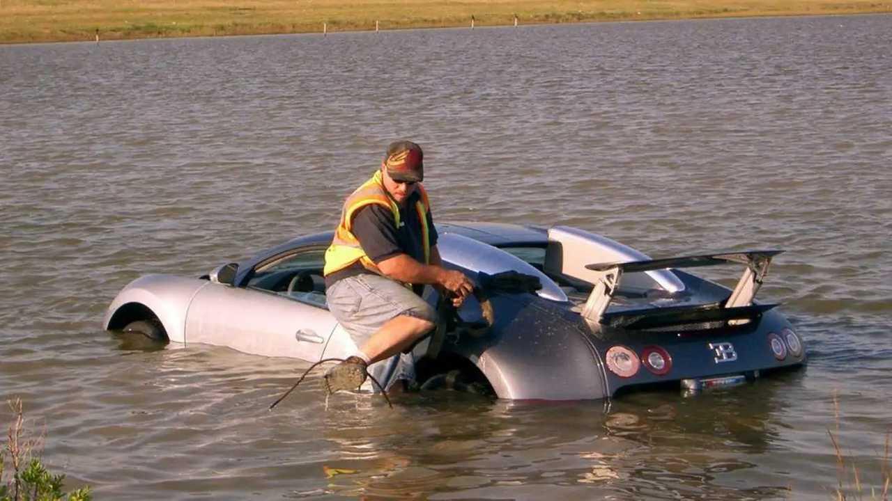 Bugatti Veyron noyée
