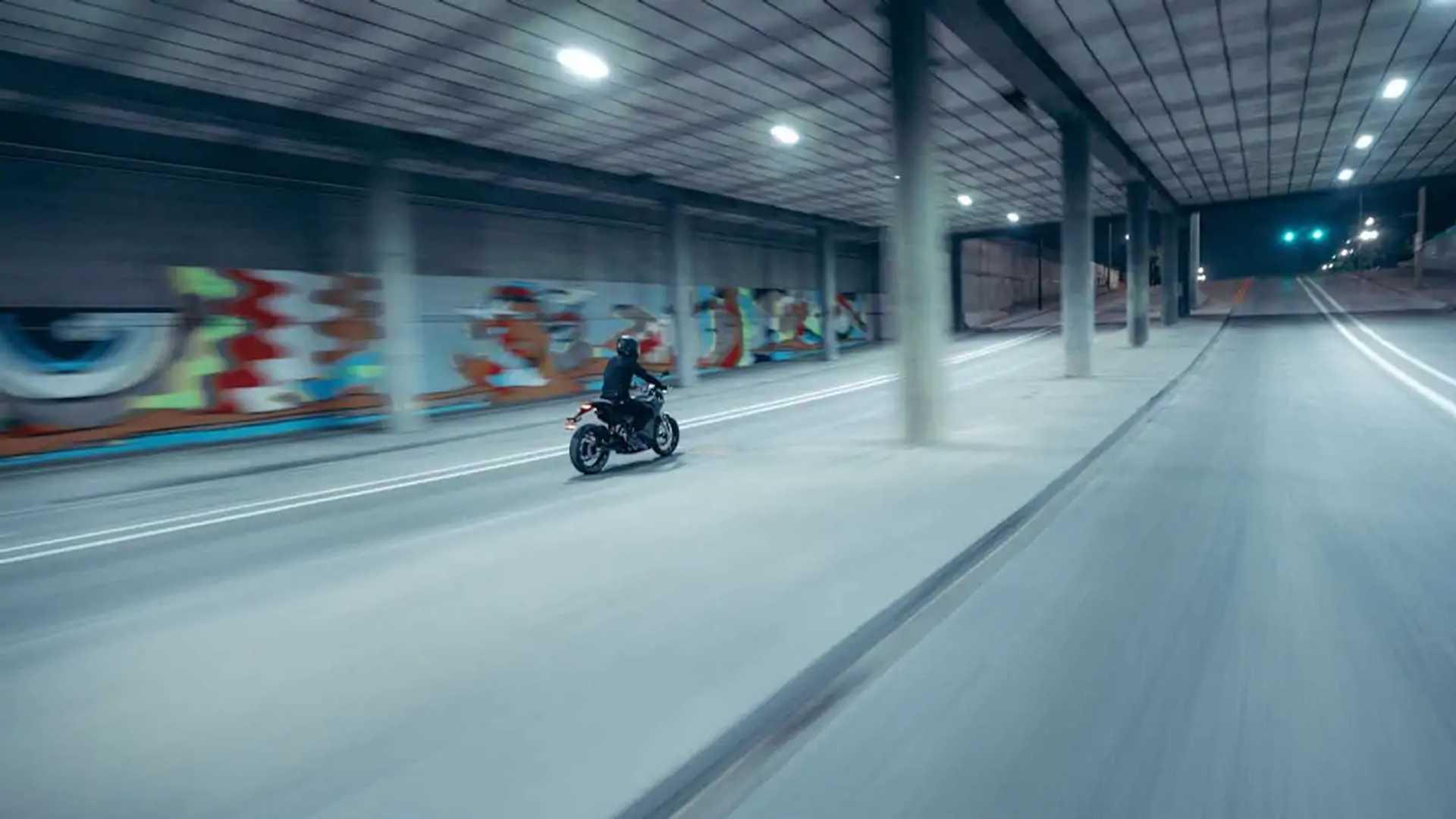 Zero Motorcycles S - Action
