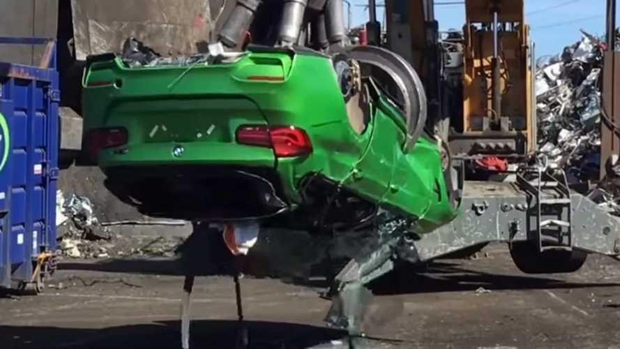 Lopott alkatrészekből épített BMW M3-at zúzott be a brit rendőrség
