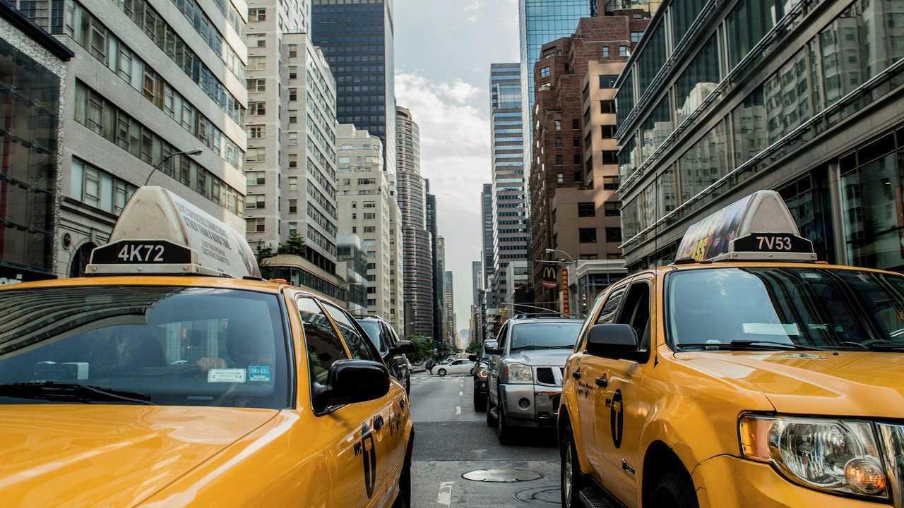 taxi-381233_1920