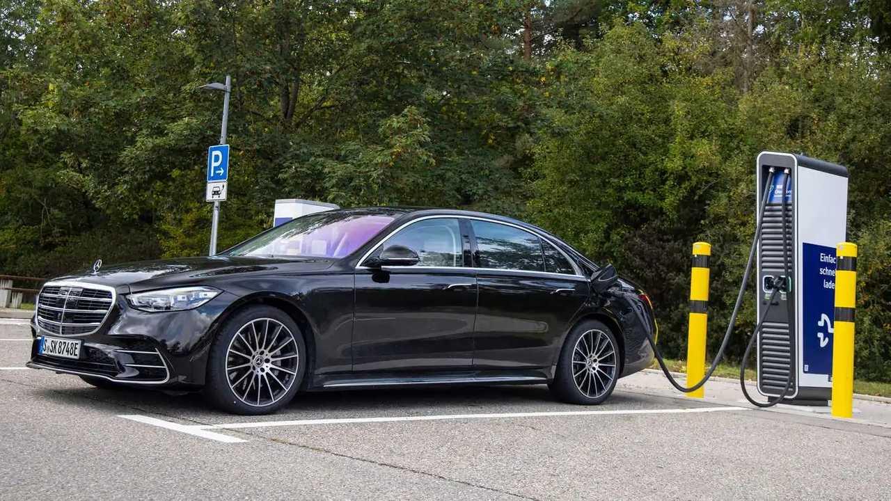 Новый Mercedes-Benz S-класса стал подключаемым гибридом