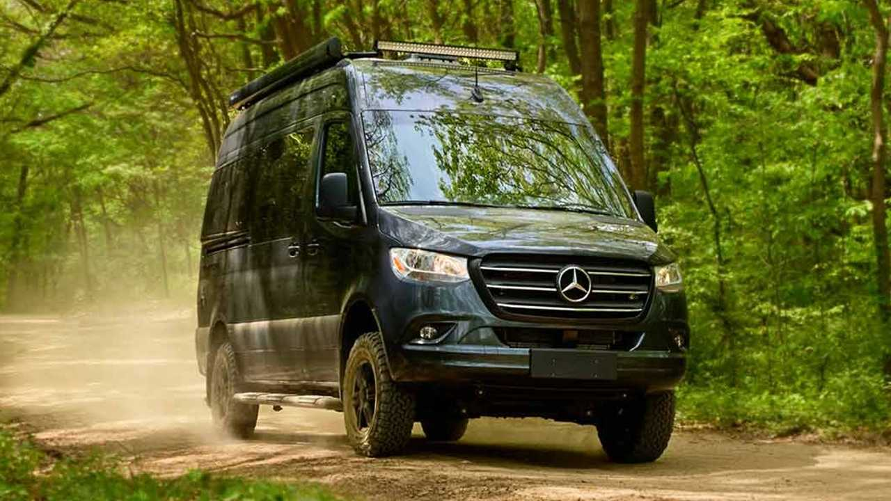Thor Motor Coach Santuario Mercedes-Benz Sprinter Camper Ritagliato