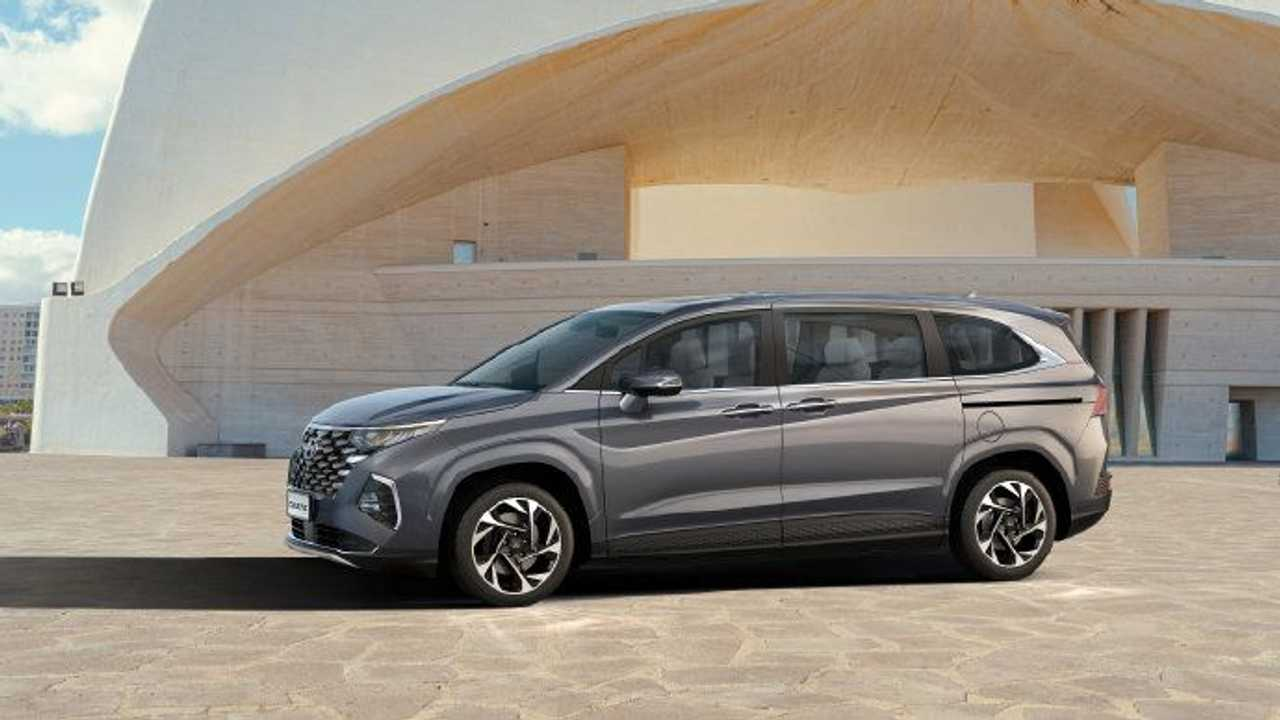 Side view of the new Hyundai Custo for China.