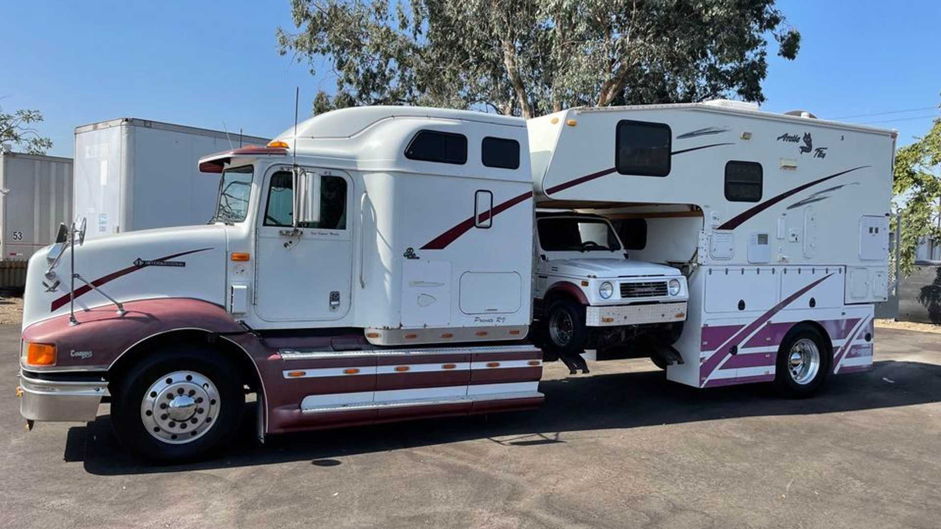 Custom RV Is Part Camper, Part Semi Truck, And It's For Sale