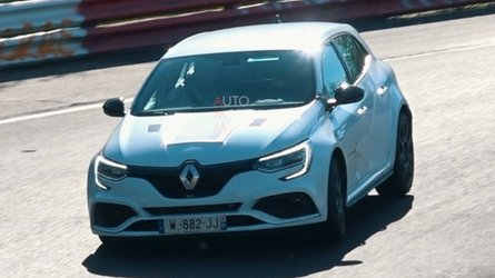 Renault Megane RS Trophy-R spotted with bonnet scoop and vents