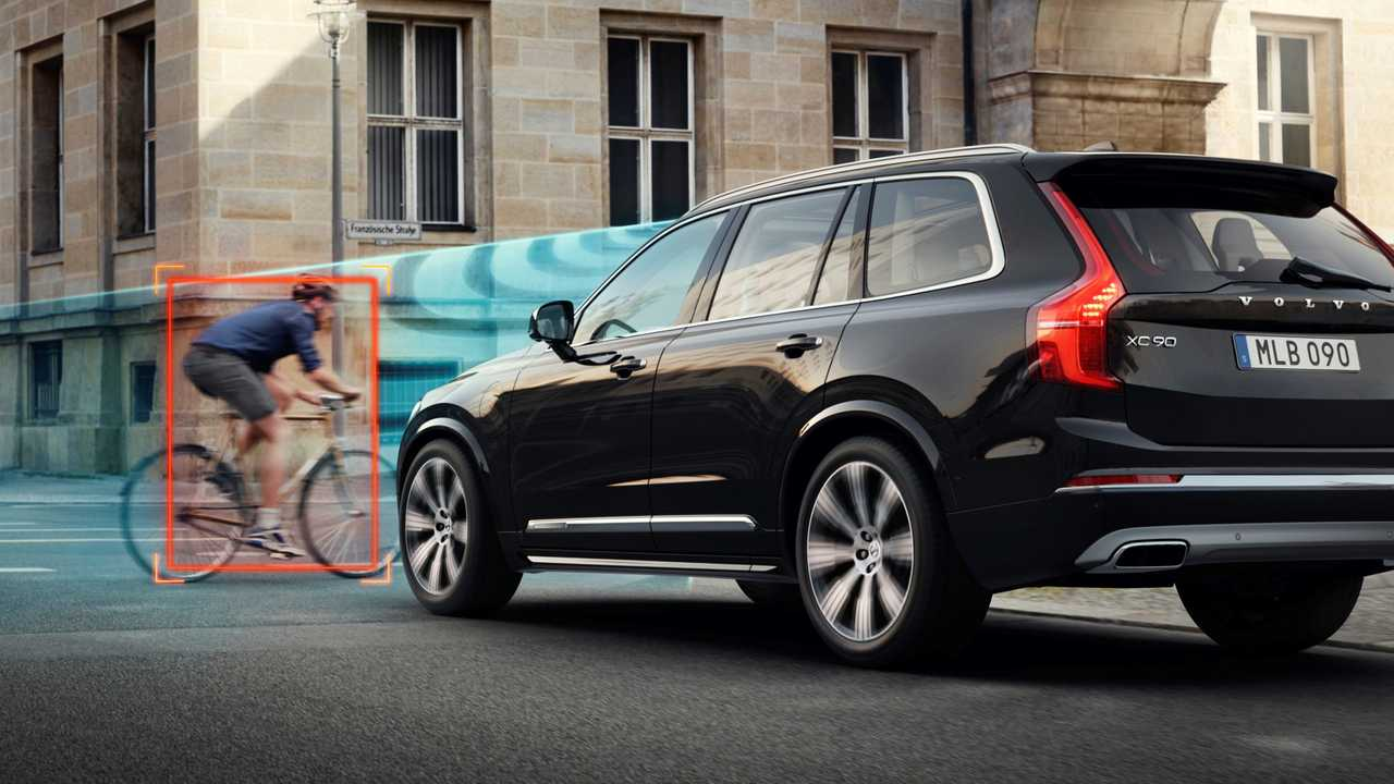 Volvo/POC crash-test carro x bicicleta