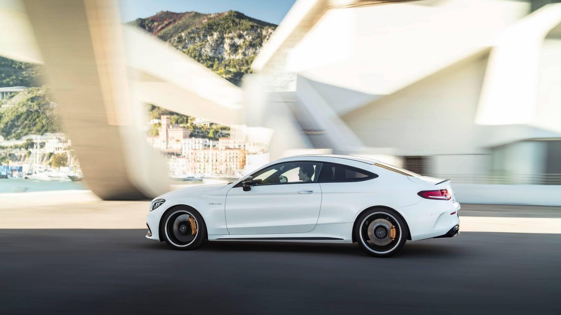 Nova geração do Mercedes-AMG C63 terá tração 4WD e modo drift 2019-mercedes-amg-c63-coupe