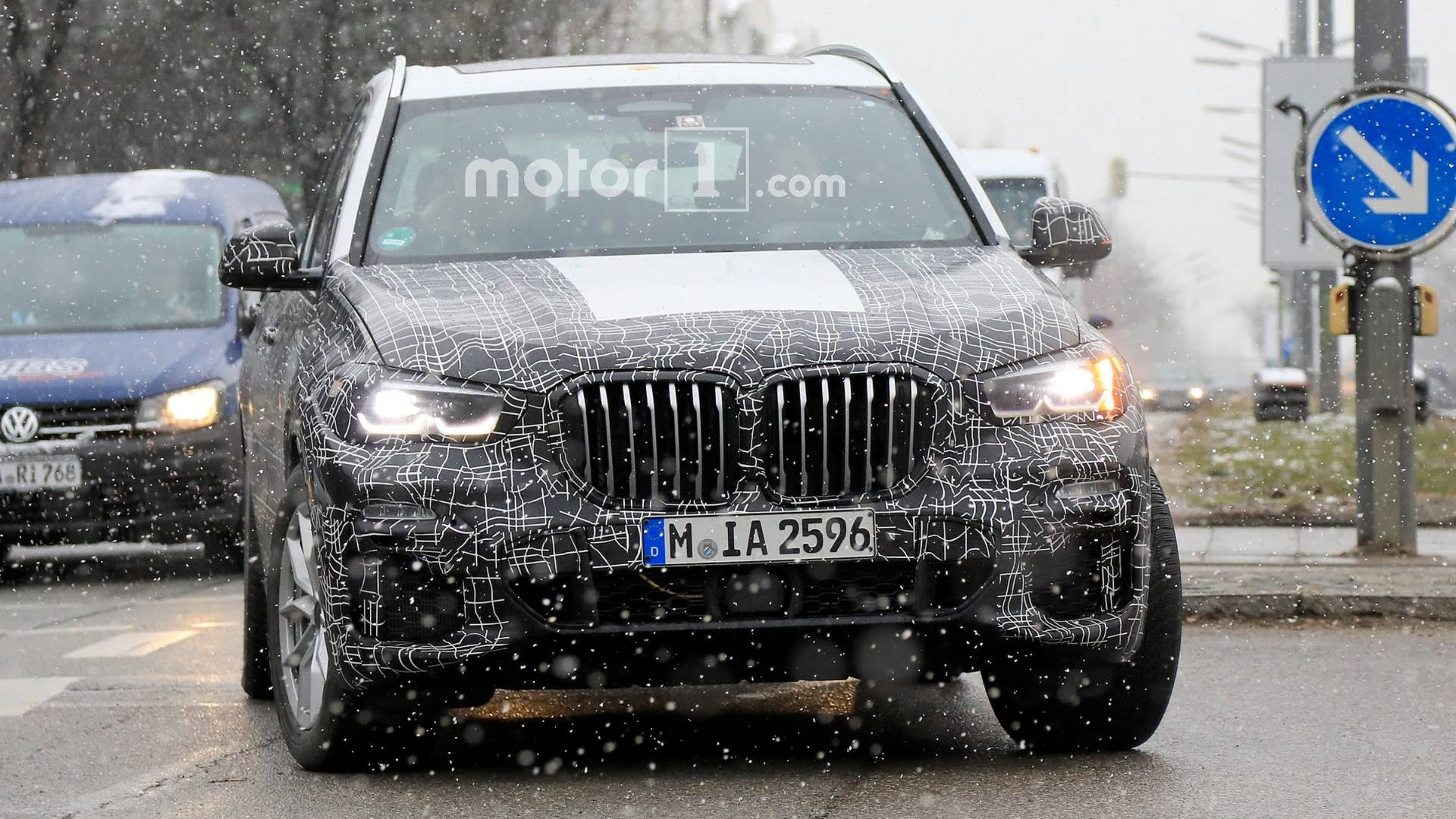 2019 Bmw X5 Can T Hide Its Massive Grille In New Spy Photos