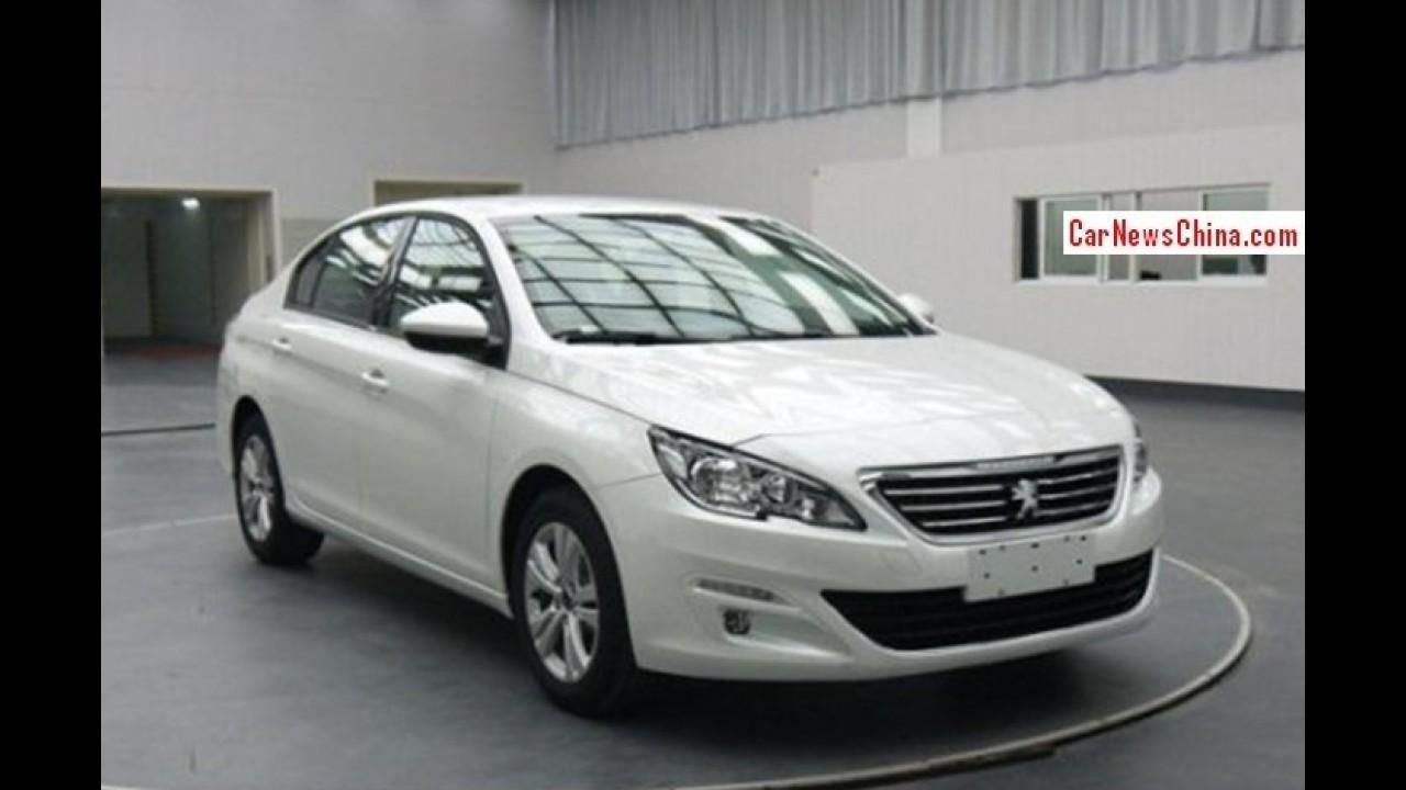Vazou: nova geração do Peugeot 408 aparece