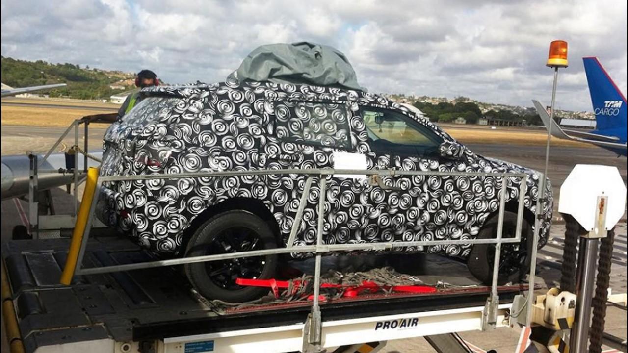 Flagra! Próximo Jeep nacional, novo Compass estará no Salão do Automóvel