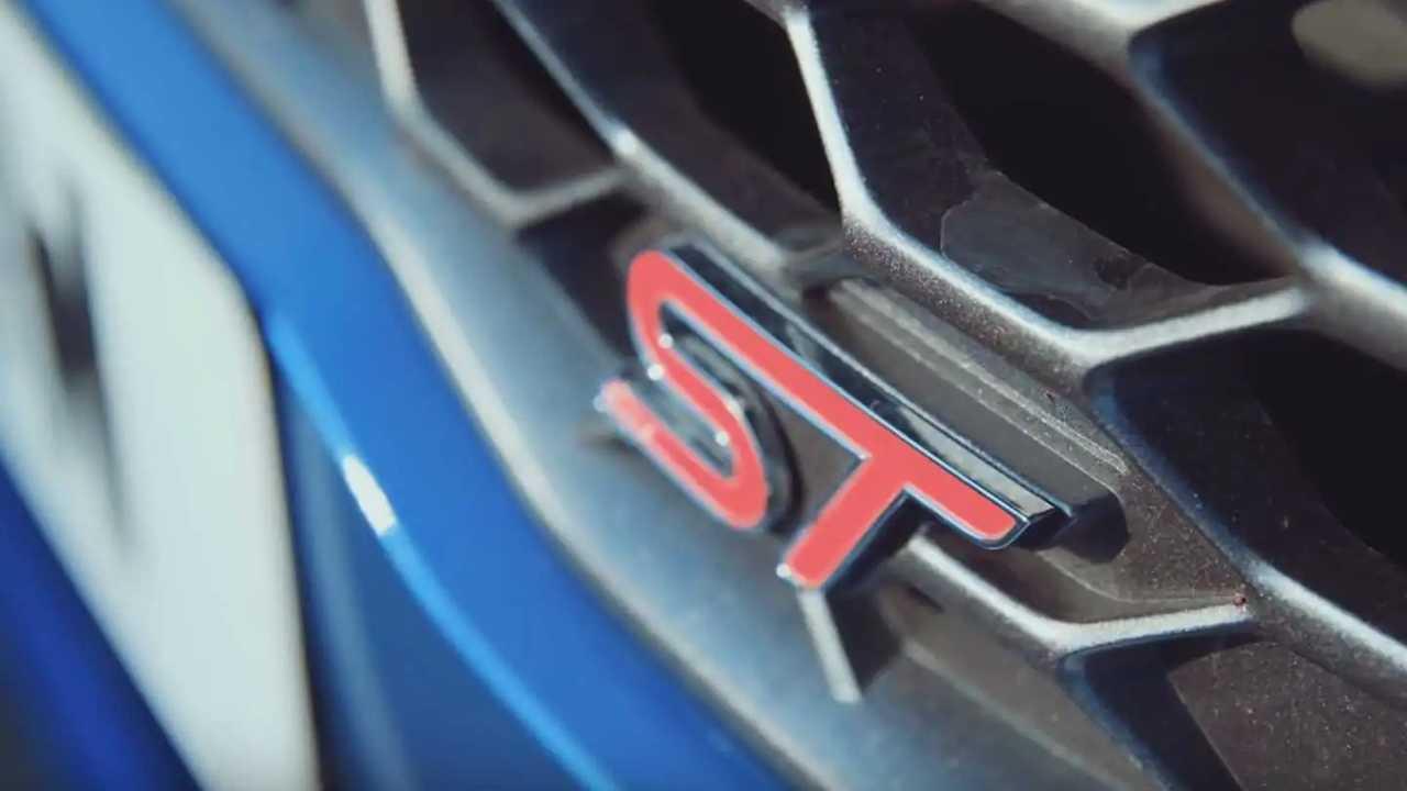 Ford Fiesta ST vs. Mini Cooper S 5-Door Drag Race