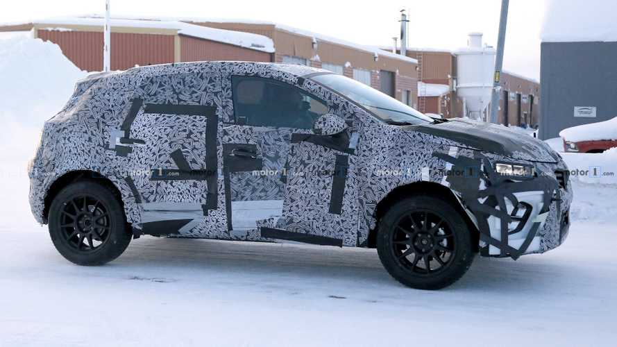 2019 Renault Captur spied wearing full camo attire