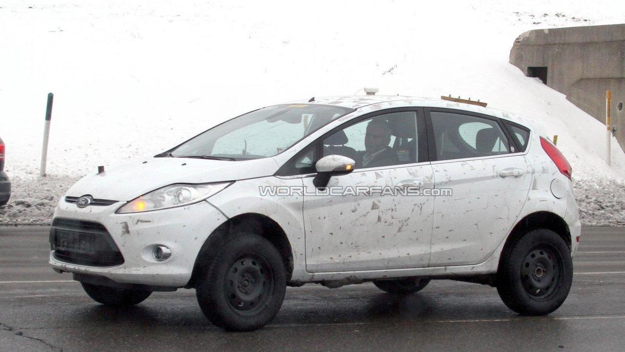 Ford Fiesta-based SUV mule spied 24.02.2011