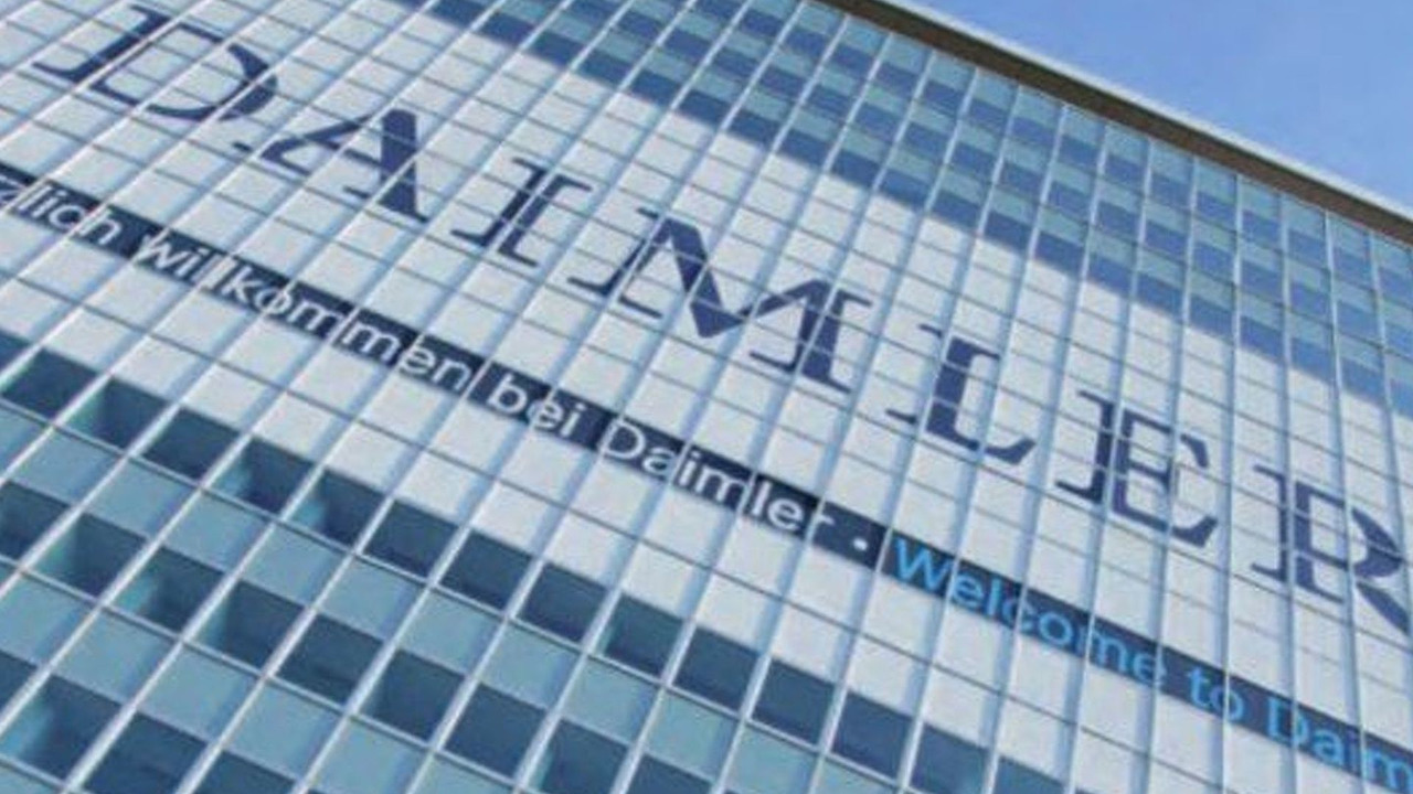 Daimler logo on building - 600 - 23.03.2009