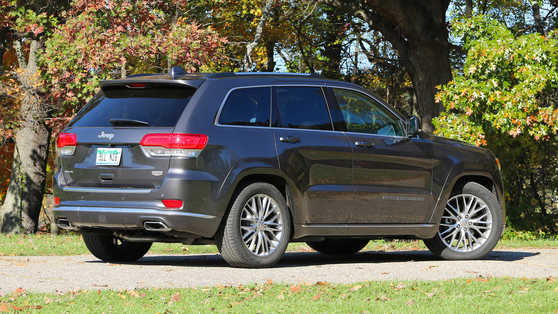 2017 Ford Explorer Mpg >> 2017 Jeep Grand Cherokee Review: All the SUV I really need