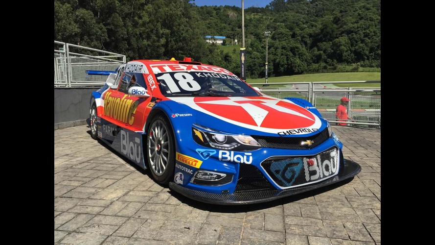 Surpresa! Novo Cruze já aparece como carro da Stock Car para 2016