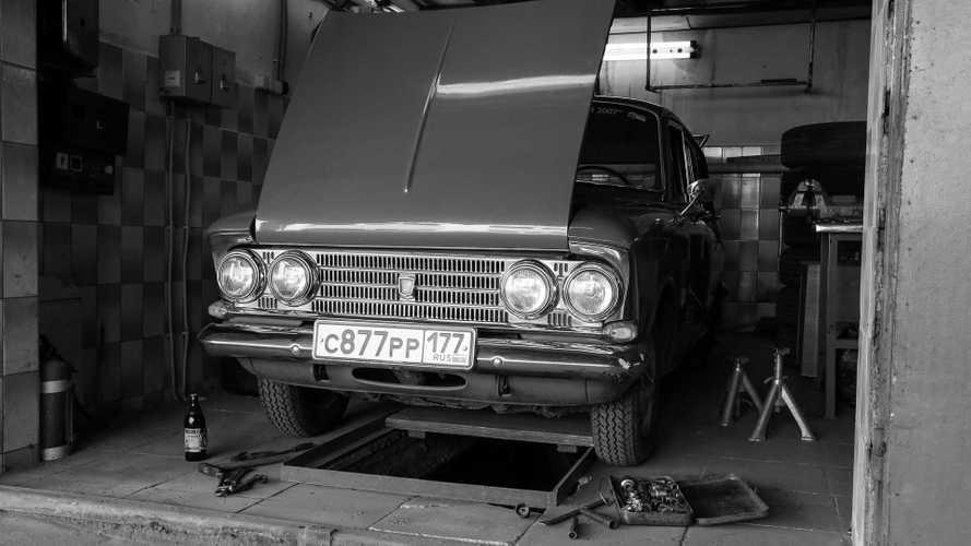 Настоящая гаражная жизнь в СССР: склад, завод, клуб и даже подземка