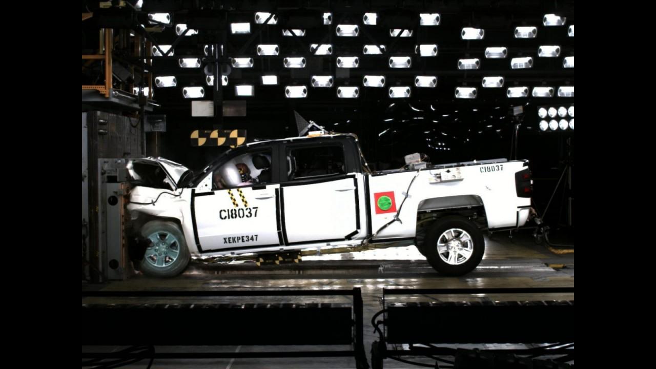 Chevrolet Silverado e GMC Sierra alcançam cinco estrelas no NHTSA
