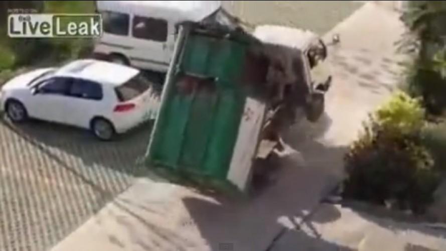 Vídeo: brincando de pula-pula com um caminhão de lixo na China