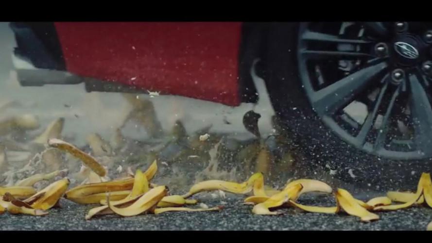 Ilyen egy atipikus teszt: csúszós banánhéjakon gyorsult egy Subaru WRX