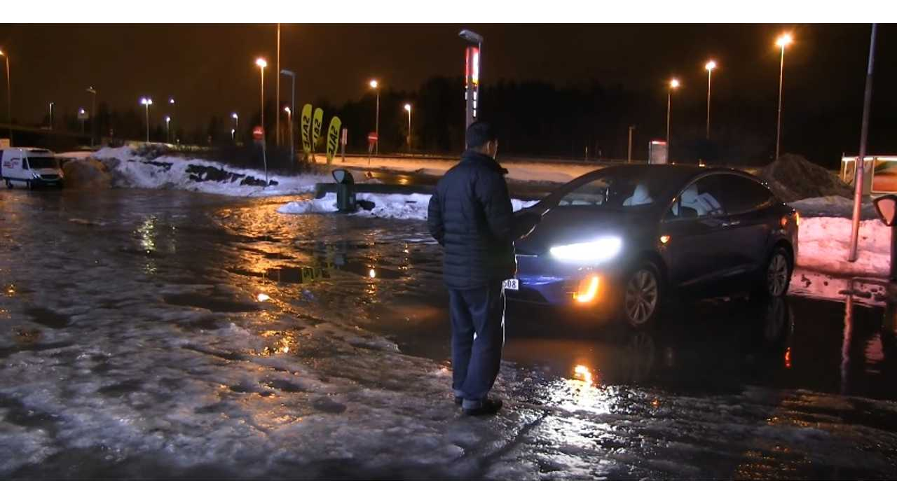 Summon Tesla Model X out of water puddle (source: Bjørn Nyland)