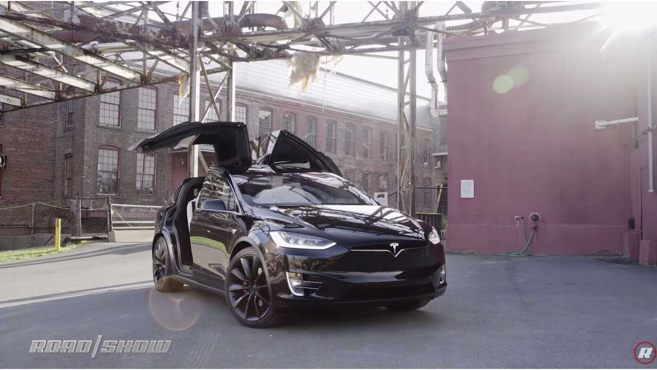 Roadshow: One Year Later Tesla Model X Still Ahead - Video