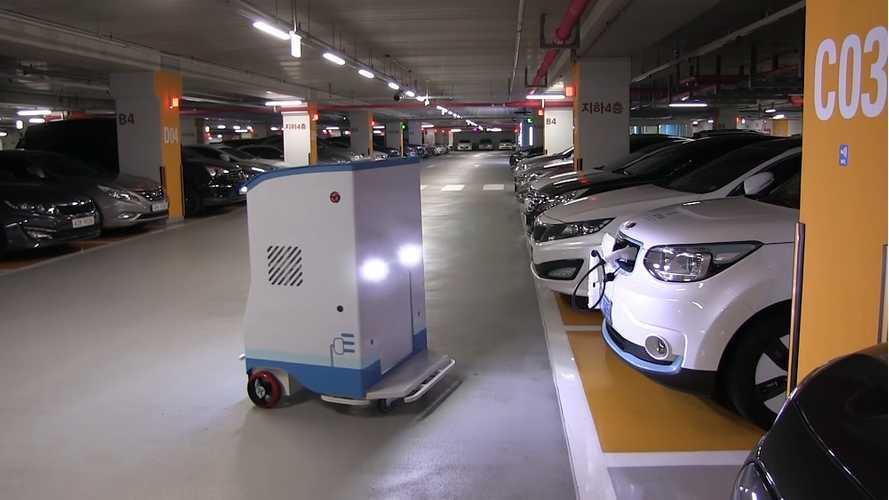 Bjørn Nyland Visits Samsung's EVAR Autonomous Charging Robot: Video