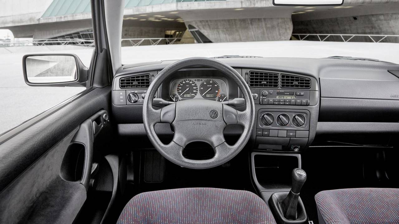 VW Golf III radio