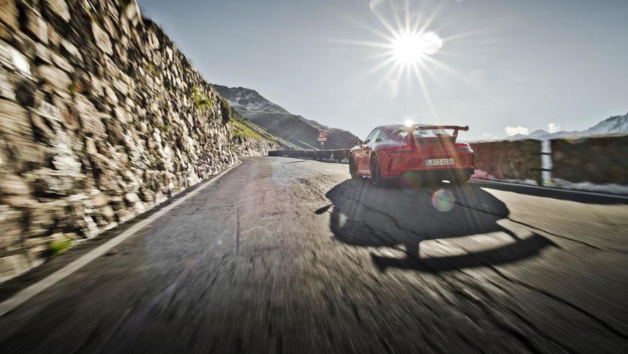 Vídeo: recrea la subida al Stelvio a los mandos de un Porsche