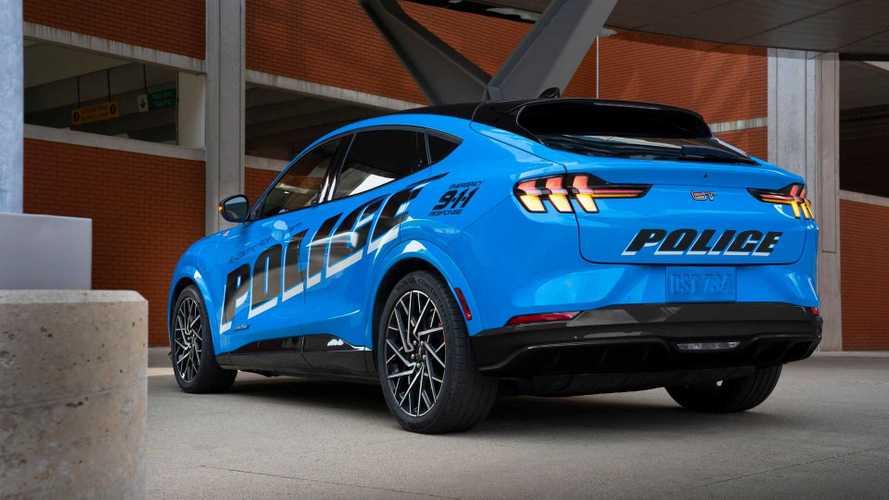 Ford Mustang Mach-E é testado como carro de polícia elétrico