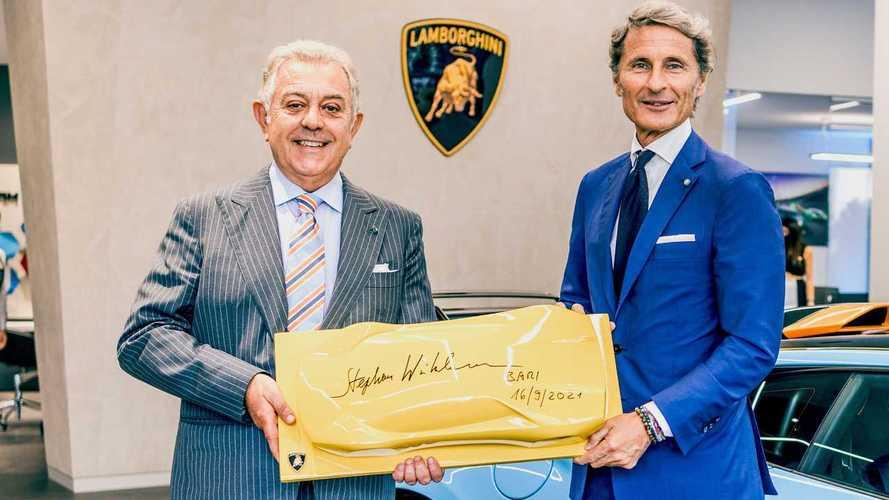 Lamborghini, inaugurato un nuovo showroom a Bari