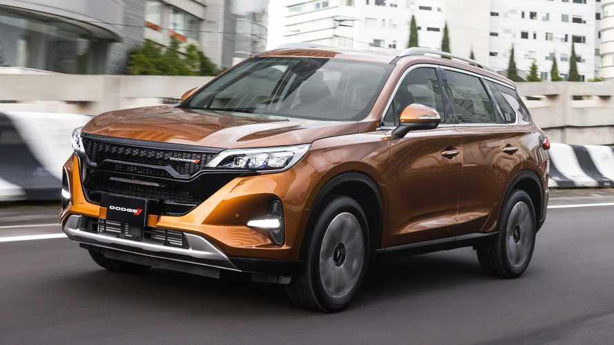 Novo Dodge Journey vira carro chinês com logos trocados