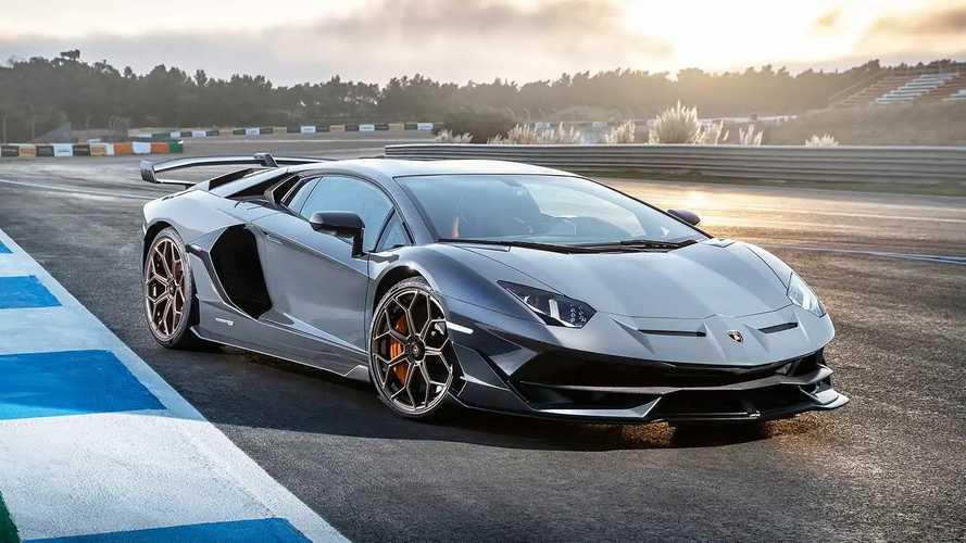 Lamborghini, l'erede ibrida dell'Aventador arriva nel 2023