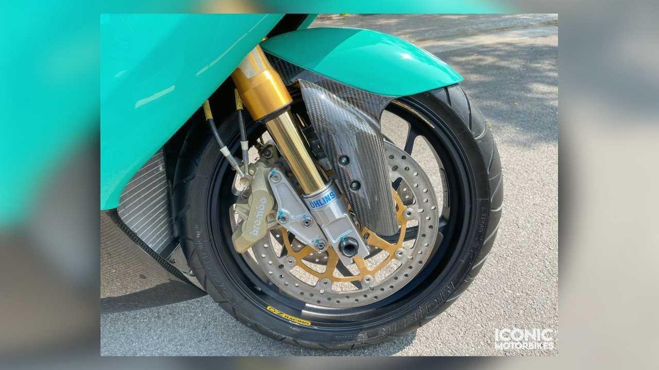 2003 Petronas FP1 - Front Wheel Closeup