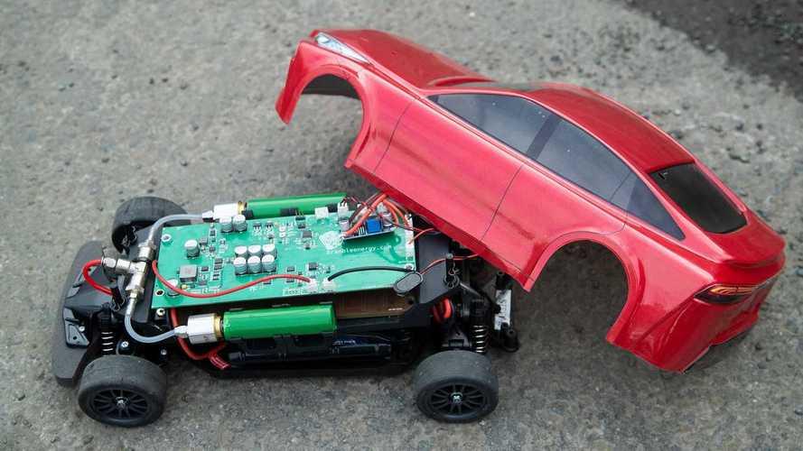 Este Toyota Mirai 1:10 de radiocontrol también es de hidrógeno
