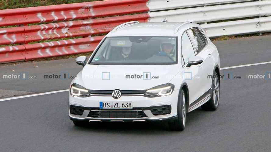 Volkswagen Golf R Variant, le foto spia al Nurburgring