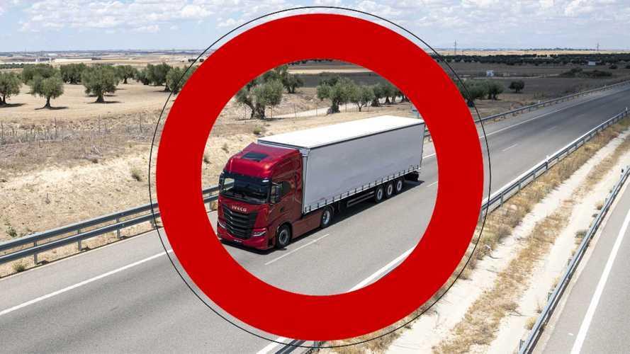 Divieti di circolazione per i camion 2021, ecco il calendario completo