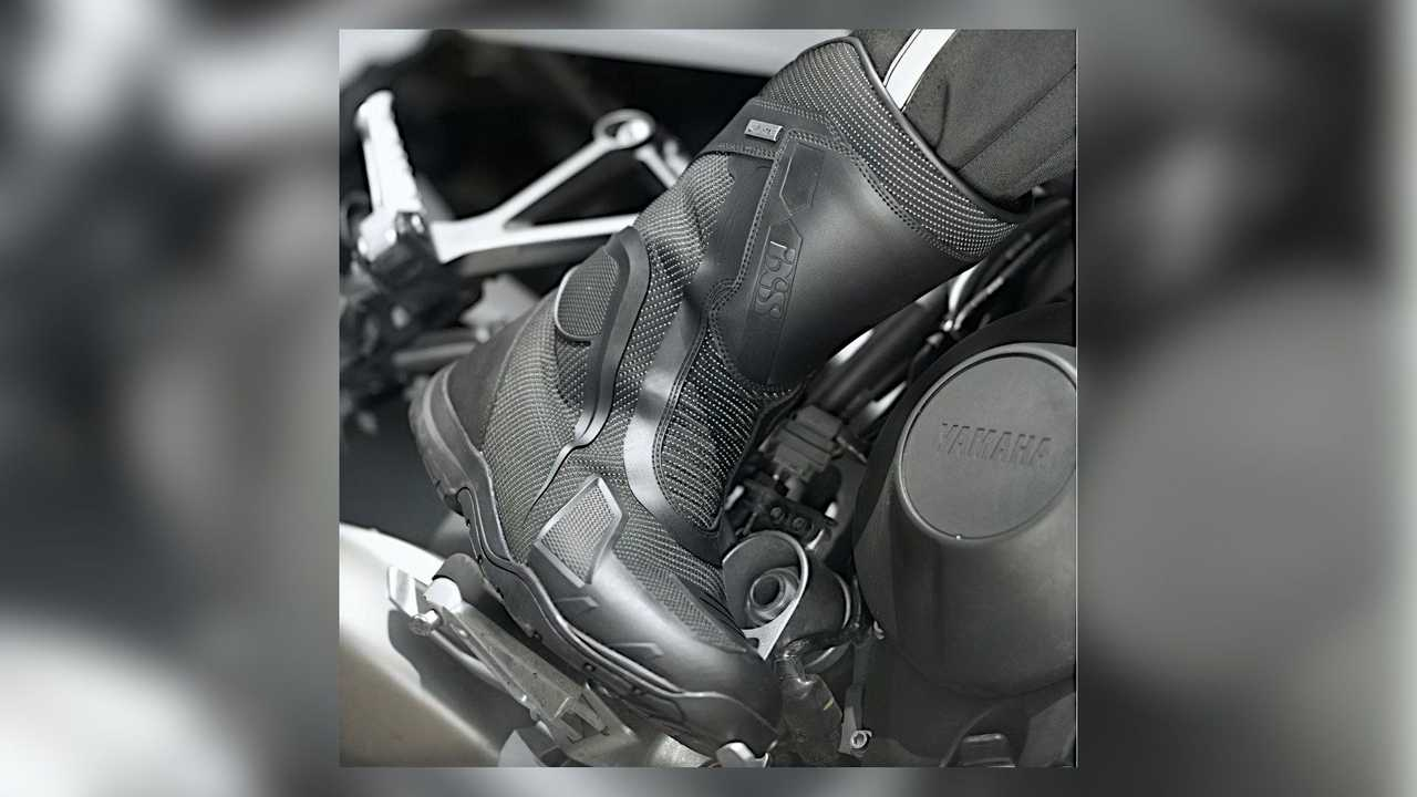 IXS Tour Boot Techno-ST+ On Bike