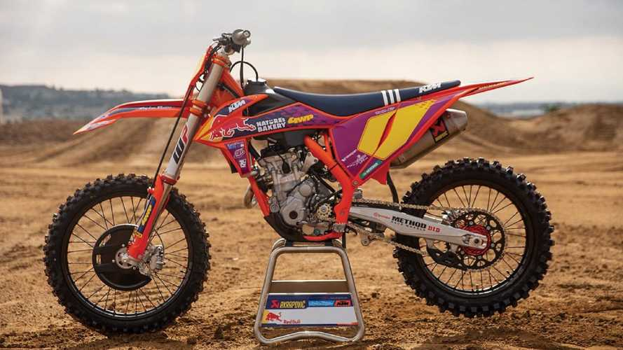 KTM 250 SX-F Troy Lee Designs 2021, in pista con stile
