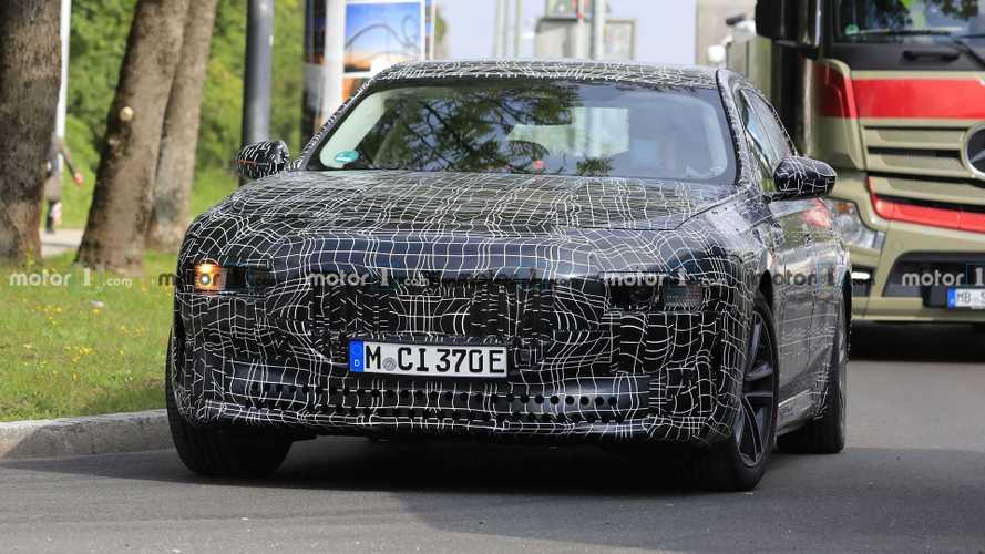 Подробности о BMW i7: 544 л.с. и 500 км на одном заряде