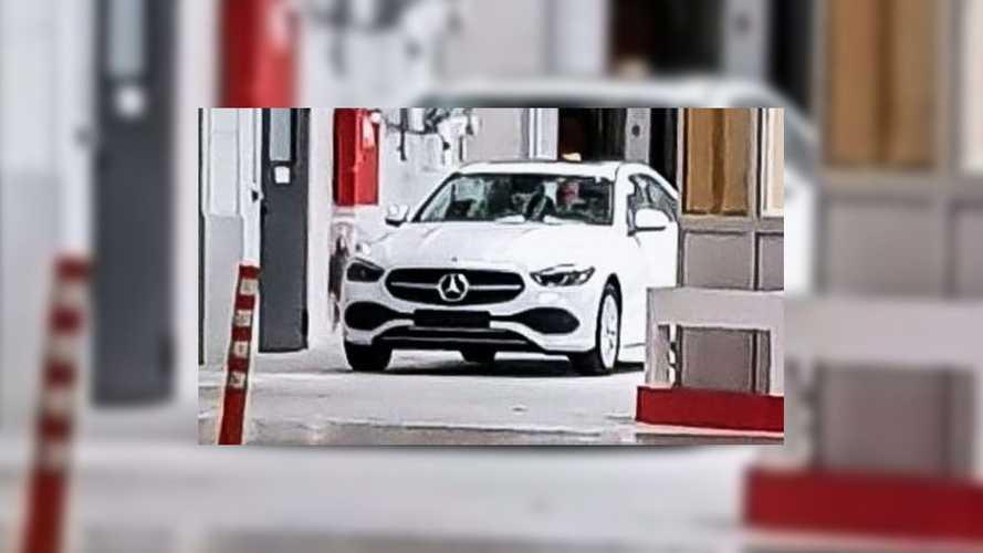 La nouvelle Mercedes-Benz Classe C montre sa face avant