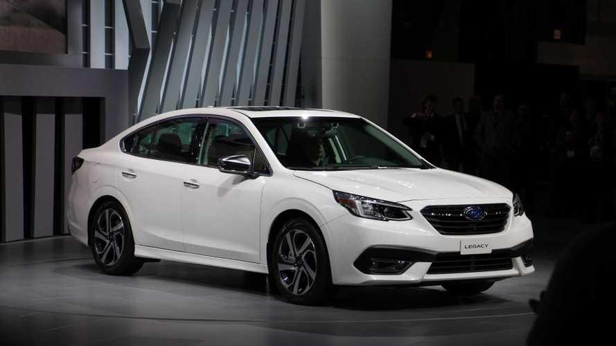 Subaru Legacy chega à sétima geração com motor 2.4 turbo e multimídia vertical