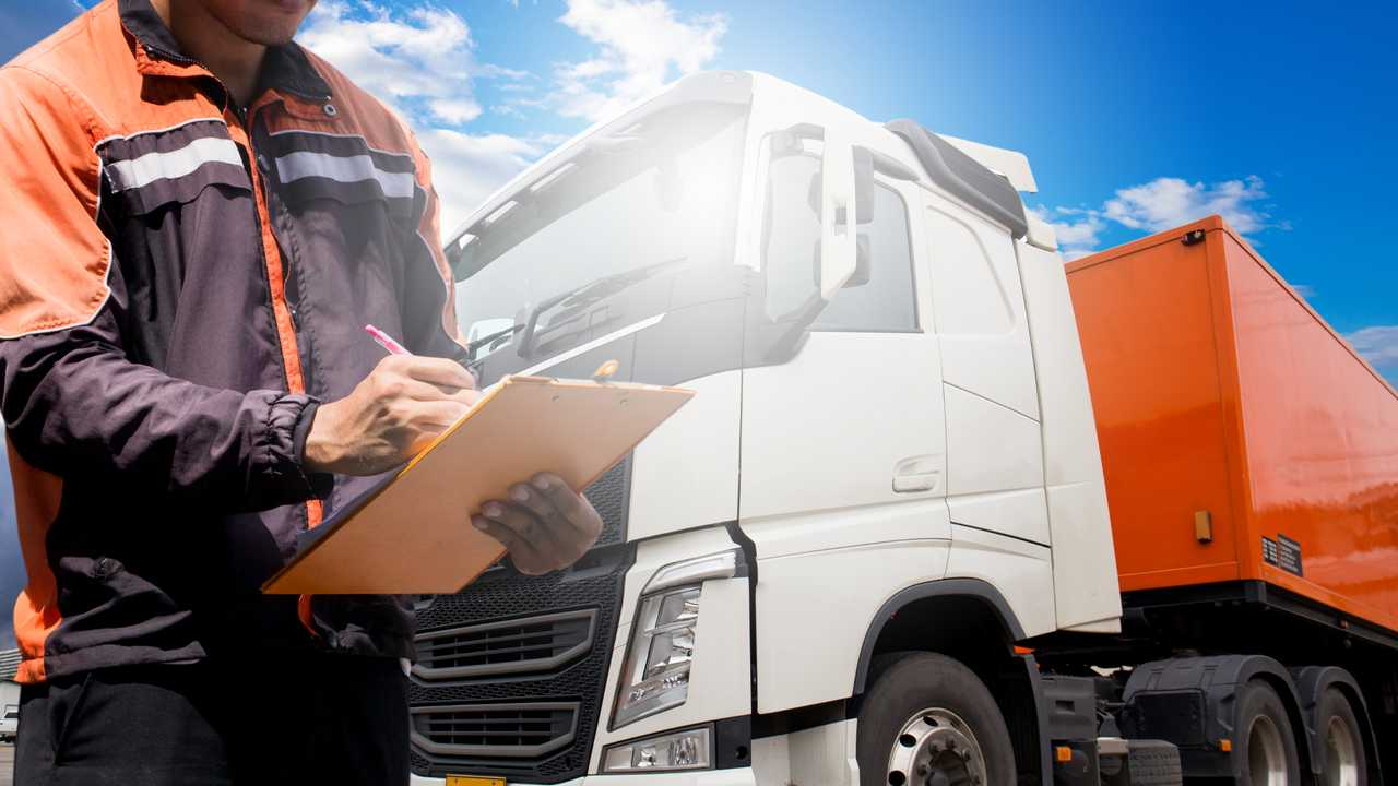 Truck driver daily checks before driving
