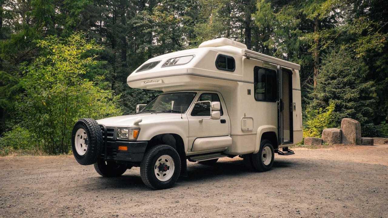 1993 Toyota Hilux Galaxy Fiberglass Camper